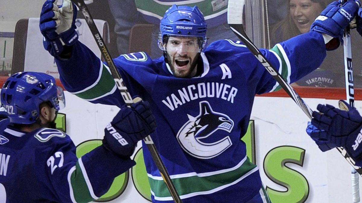 Vancouver Canucks center Ryan Kesler celebrates his goal to tie the San Jose Sharks in the final seconds of regulation time in Game 5. REUTERS/Andy Clark