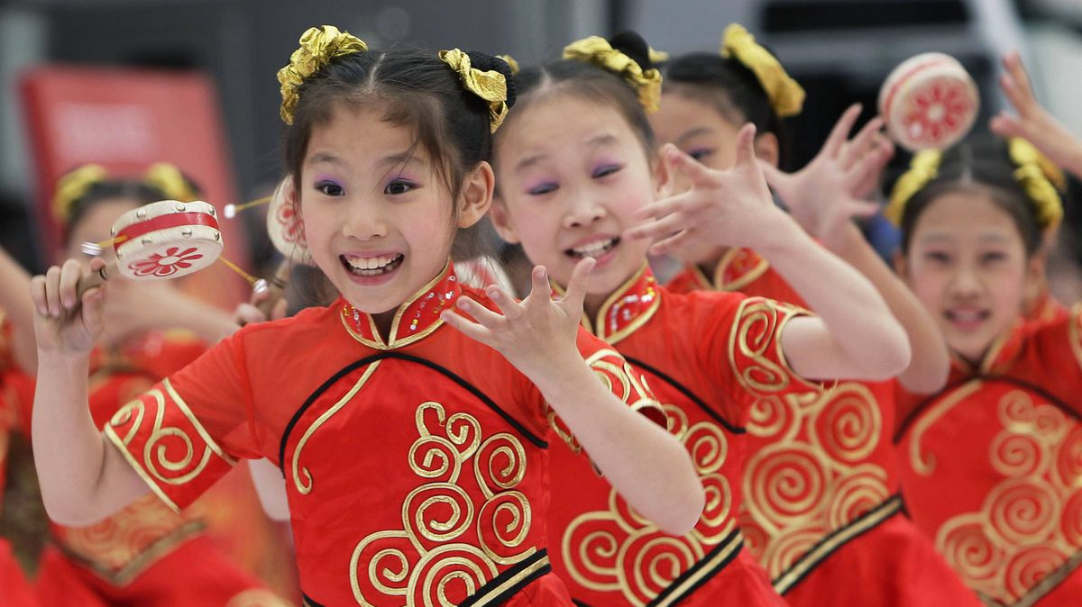Children perform a traditional Chinese dance during the opening ceremony of the 13th Beijing International Tourism Festival at Qianmen Commercial Street in Beijing September 17, 2011.