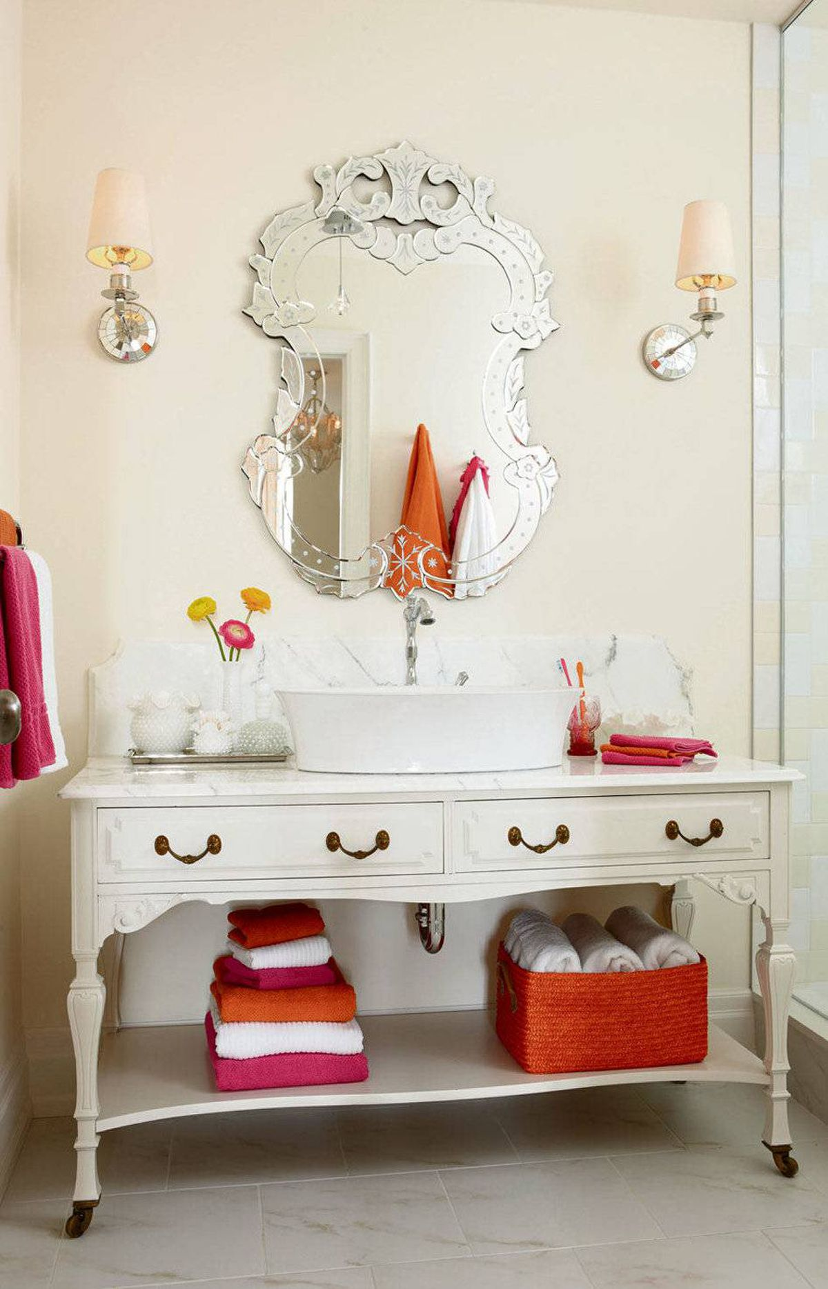 THE LOOK While it's unlikely that you'll embrace tangerine wholesale and redesign your entire abode in an overture to orange, there are plenty of ways to juice up your home without making a lifetime commitment to sunset shades. Use it, in other words, as a vibrant accent colour.