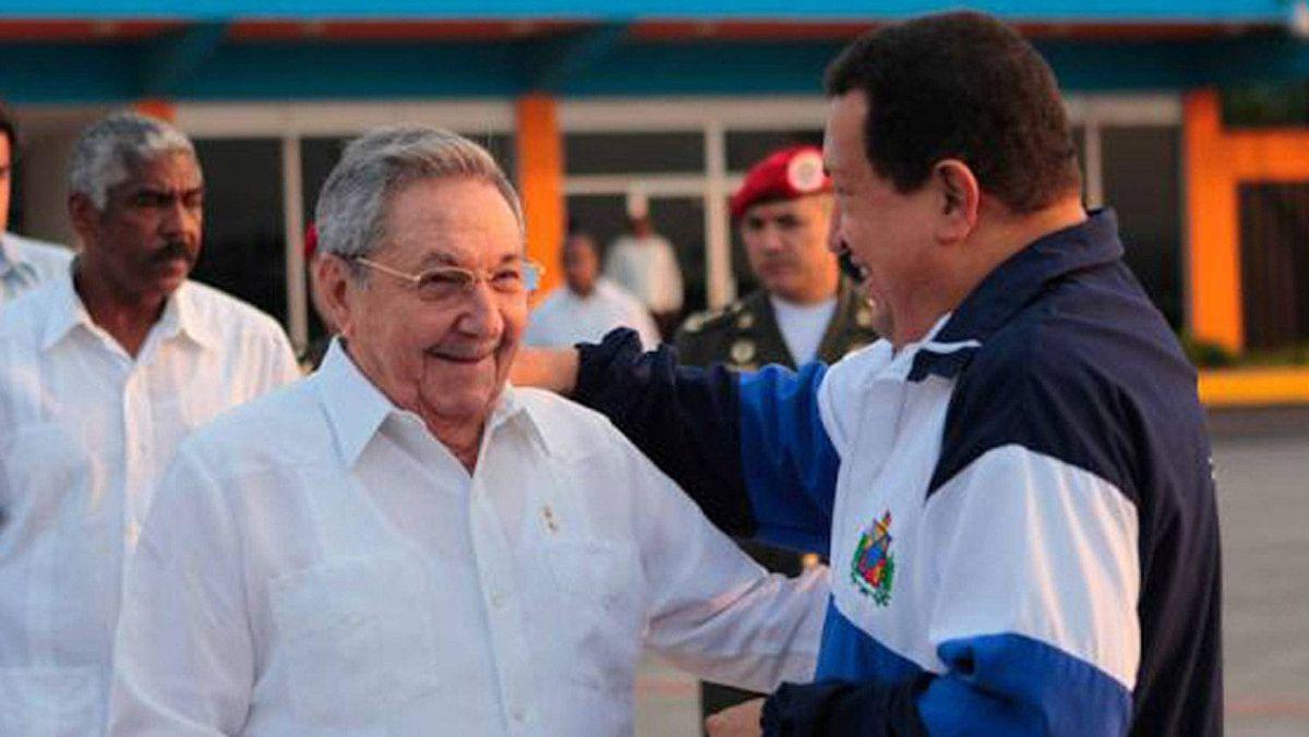 Venezuelan President Hugo Chavez (R) shakes hands with his Cuban counterpart Raul Castro upon his return to Venezuela, in Havana May 11, 2012.