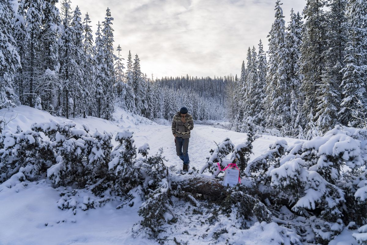 Ottawa calls for barricade removal as B.C. RCMP agree to leave Wet'suwet'en territory