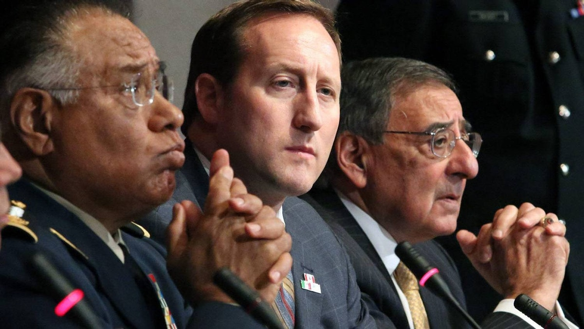 (L-R) Mexican Defense Secretary Guillermo Galvan Galvan, Canadian Defense Minister Peter Mackay and U.S. Secretary of Defense Leon Panetta address a news conference after a trilateral meeting in Ottawa March 27, 2012.