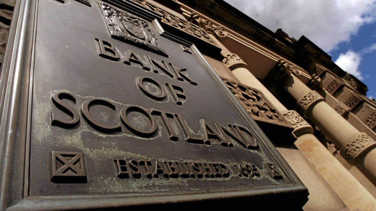 The sun shines on the bank of Scotland headquarters at the mound in Edinburgh, July 24, 2001. Bank of Scotland shareholders have voted overwhelmingly in favor of a 28 billion pound sterling ($39.7 billion) merger with the Halifax bank.
