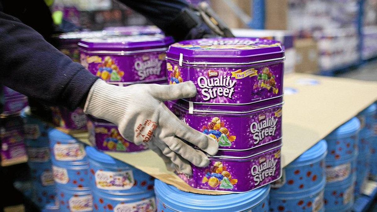 Eat Quality Street, not Turtles One tin is nearly twice the heft of a box of Turtles (725 grams compared with 417 grams) and packs a walloping 3,590 calories. A box of Turtles, meanwhile, has just 2,160 calories, though more fat (120 grams to Quality Street's 90).