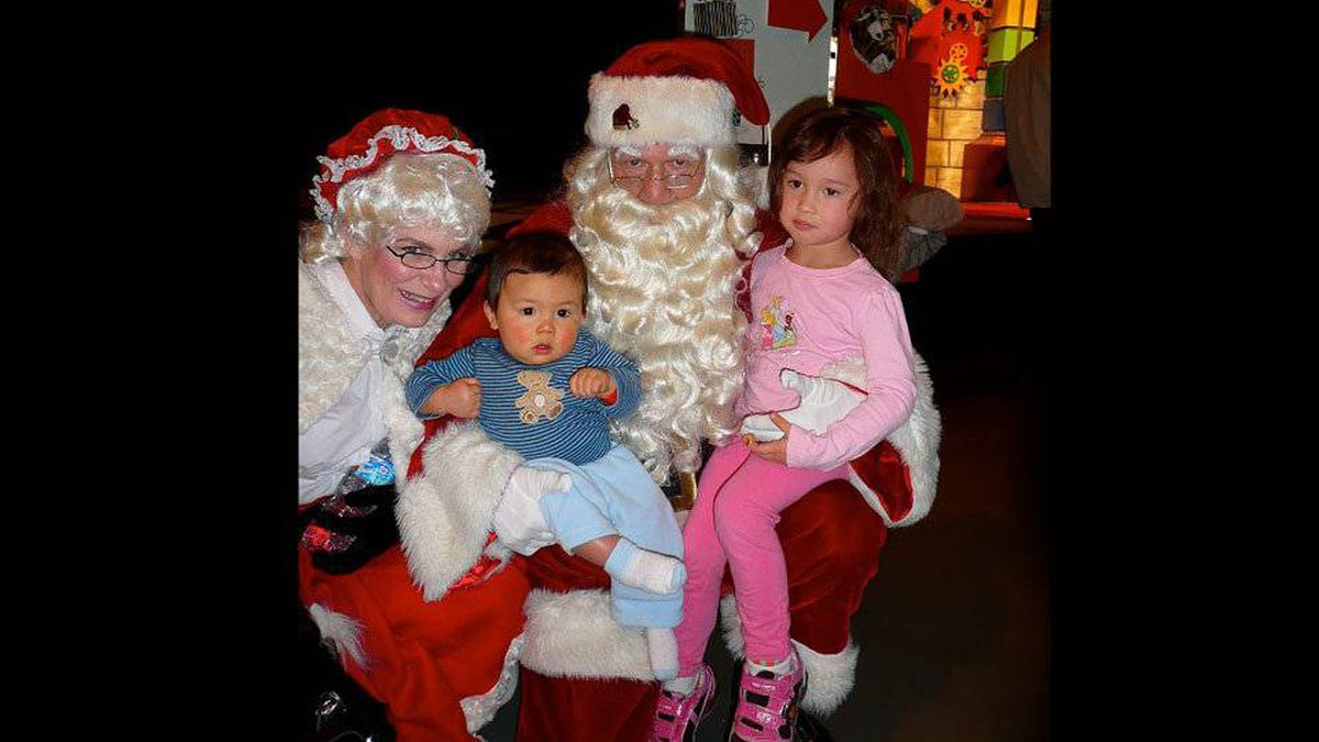 Andrew G Kolisnyk writes: My wife and I were at a children's Xmas party for her company. We were anticipating big smiles and tears but Anderson does not know what is going on and has a blank look on his face while Avery looks like she does not care at all.