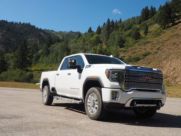 The 2020 GMC Sierra HD lightens the towing load