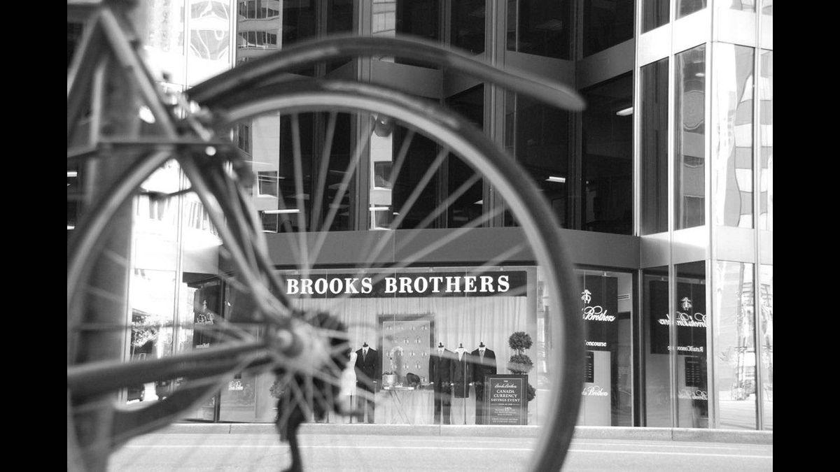 Ferenc Kaposvari photo: Toronto - store from a different angle