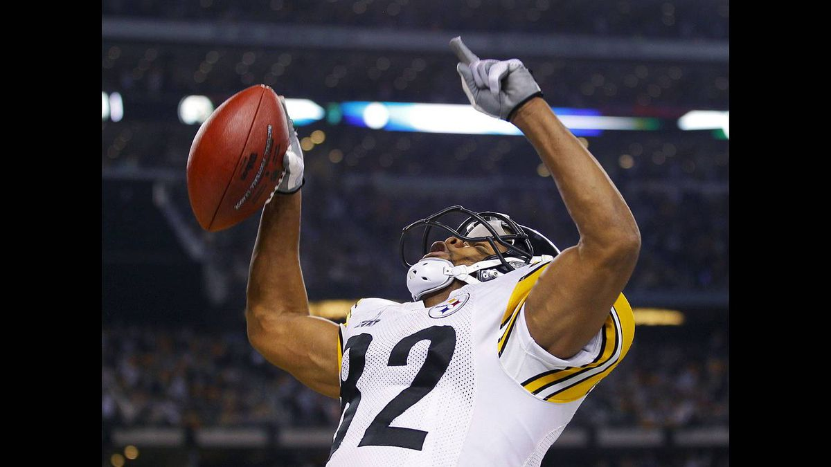 Pittsburgh Steelers wide receiver Antwaan Randle El (82) celebrates after scoring a two-point conversion in the fourth quarter against the Green Bay Packers during the NFL's Super Bowl XLV football game in Arlington, Texas, Feb. 6, 2011.