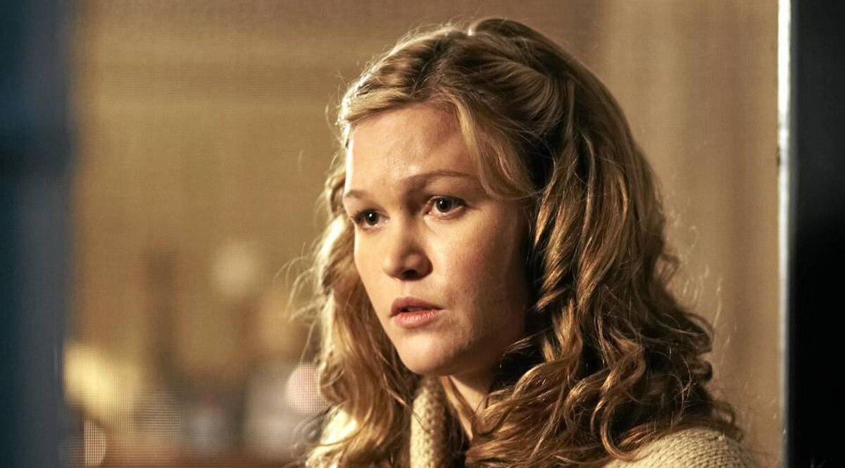Julia Stiles as Jenny Thierolf in the Cry of the Owl