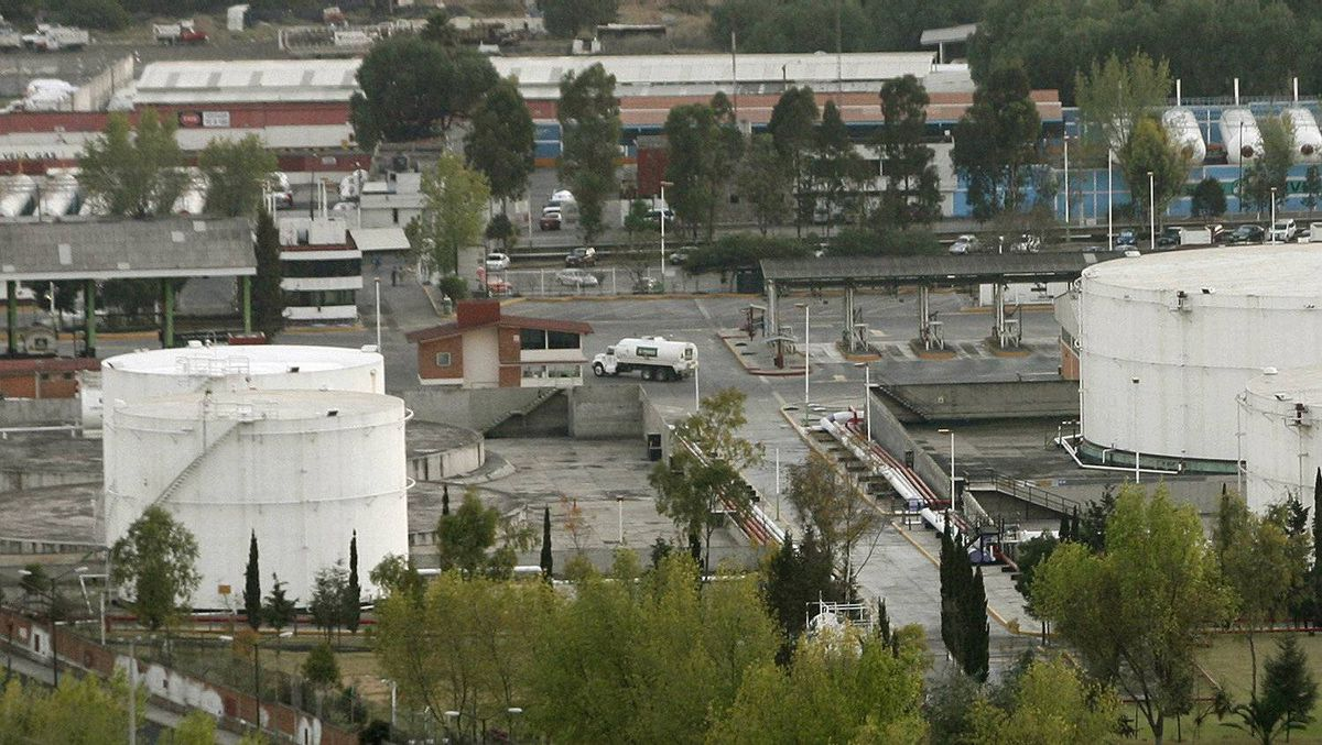 A view shows a Mexican state-run Pemex oil plant in San Juan Ixhuatepec in Mexico City Feb. 14, 2007.
