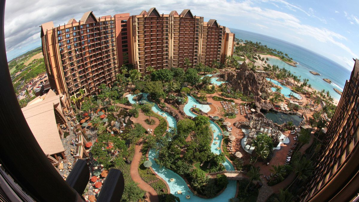 Aulani occupies eight hectares of oceanfront property in Ko Olina, adjacent to a crystal-blue lagoon and white-sand beach.