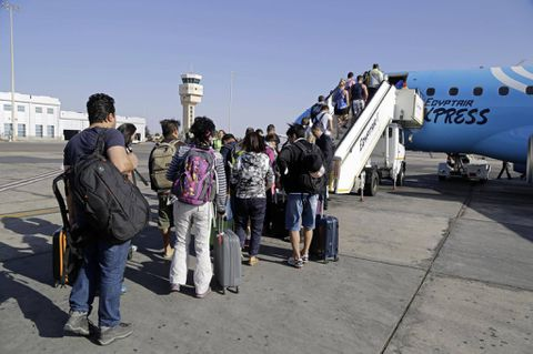 Russia sends planes for thousands of stranded tourists in Egypt