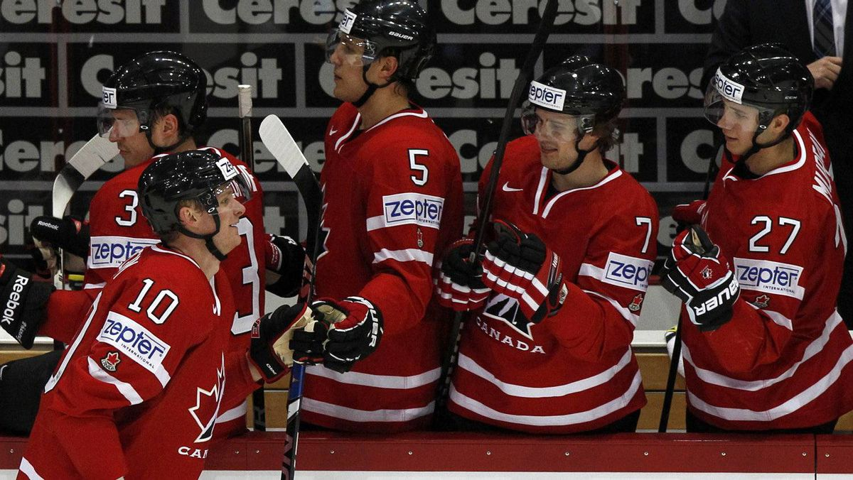 Canada's Corey Perry (L) is congratulated by his teammates after scoring during their 2012 IIHF men's ice hockey World Championship game with Kazakhstan in Helsinki May 12, 2012.
