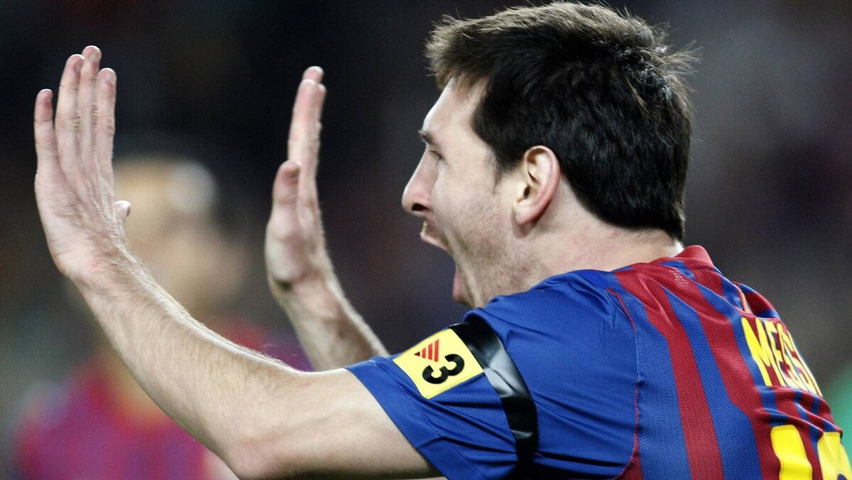 Barcelona's player Lionel Messi celebrates his goal against Racing de Santander during their Spanish first division soccer match at Nou Camp stadium in Barcelona October 15, 2011 REUTERS/Gustau Nacarino
