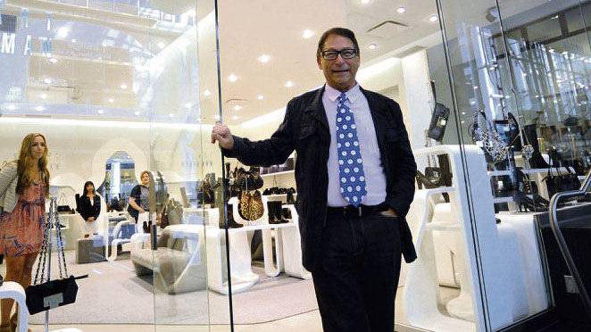 Stuart Weitzman stands in front of his new Toronto store.