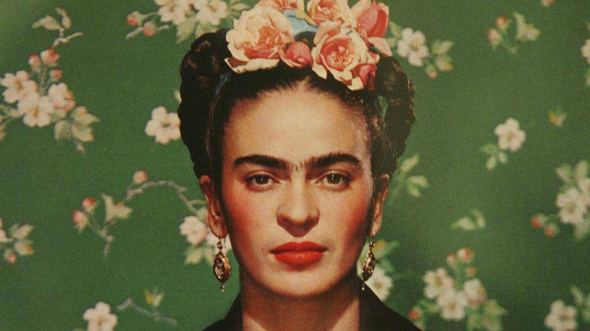 Frida on White Bench, New York, 1939 © Nickolas Muray Photo Archives
