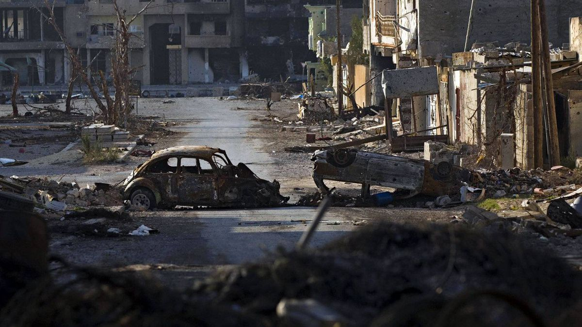 Destroyed cars and buildings are seen in the besieged city of Misrata, Libya, April 28, 2011.