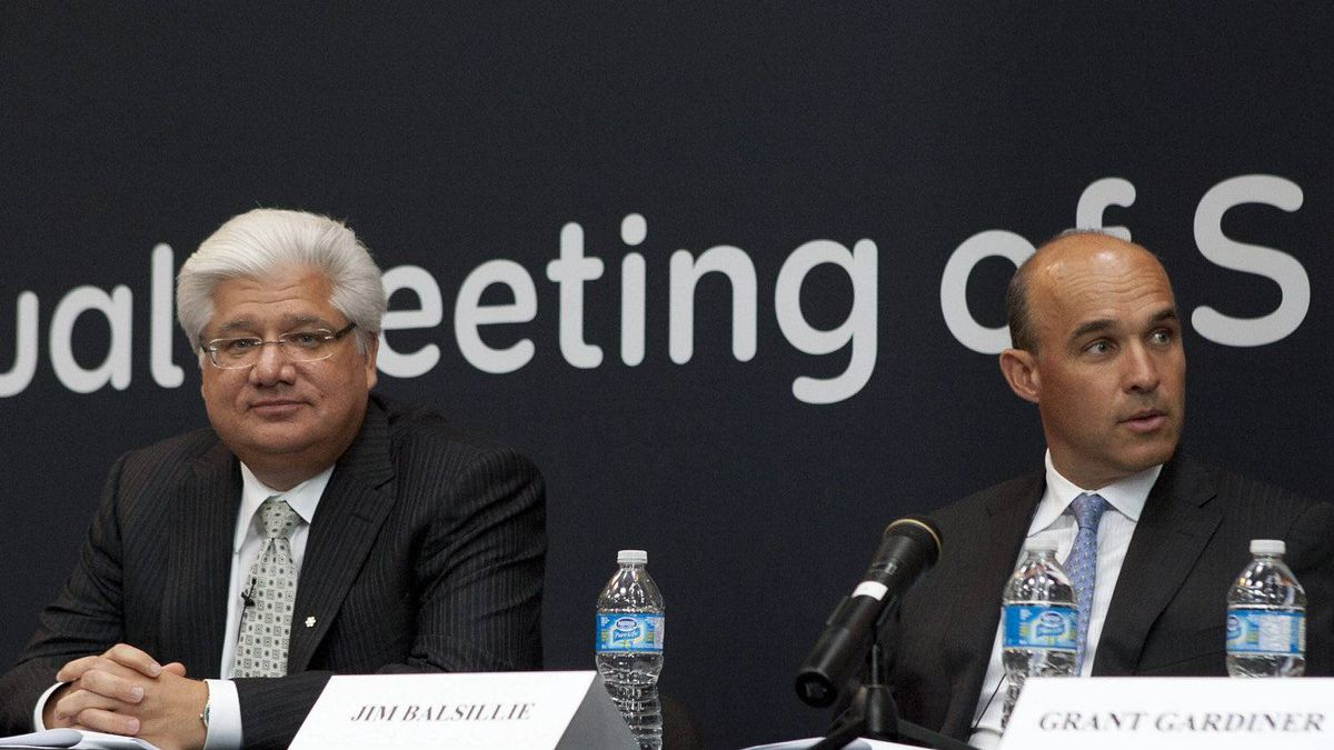 RIM co-chief executive officers Mike Lazardis, left, and Jim Balsillie are accusing a San Diego lawyer and his firm of defamation.