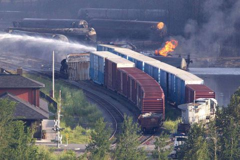 Transport Canada 'not aware' of crude's risks before Lac-Mégantic disaster