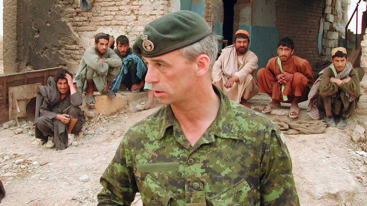 Retired colonel Pat Stogran, shown near Kandahar, Afghanistan, in 2002, was praised by Canada's top soldier for his vocal defence of veterans' rights.