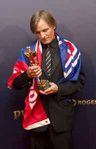 And, yes, that is a Montreal Canadiens flag draped over Viggo Mortensen's shoulders. Note to Viggo: Check the standings. If the Habs won a Genie, it would be the best actor award for their uncanny portrayal of a minor league hockey team.