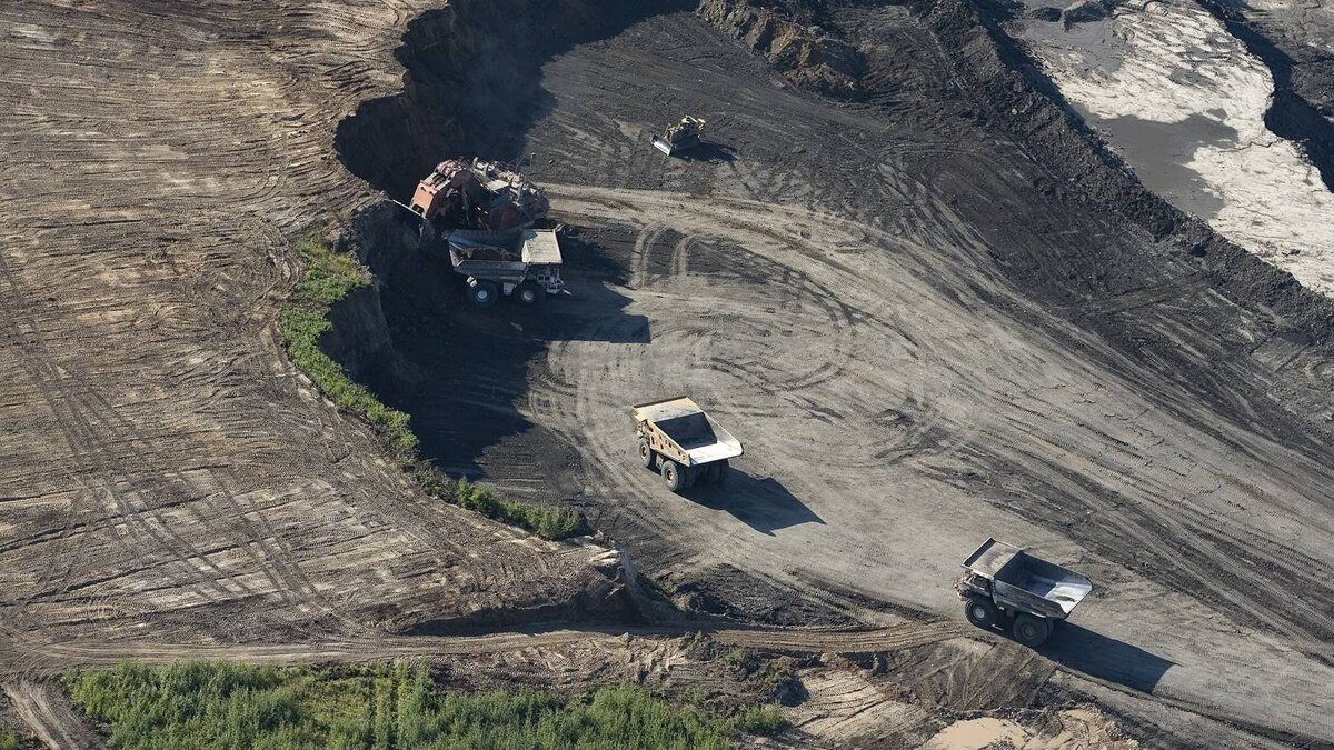 Canadian Natural Resourcesoil sands mining operations at the Horizon oil sands facility