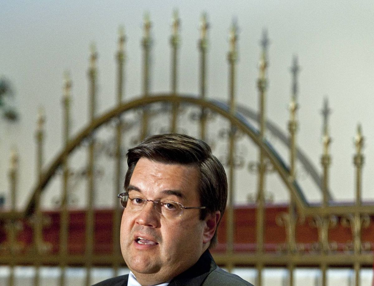 Liberal MP Denis Coderre announces he is stepping down as Quebec lieutenant and defence critic during a news conference in Montreal on Sept. 28, 2009.