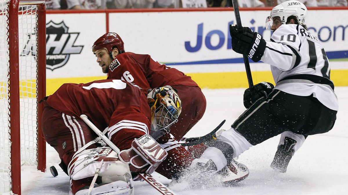 Los Angeles Kings' Mike Richards (10) scores against Phoenix Coyotes goalie Mike Smith, left, as Rostislav Klesla (16), of the Czech Republic, slides in late to defend in the second period during Game 5 of the NHL hockey Stanley Cup Western Conference finals, Tuesday, May 22, 2012, in Glendale, Ariz. (AP Photo/Ross D. Franklin)