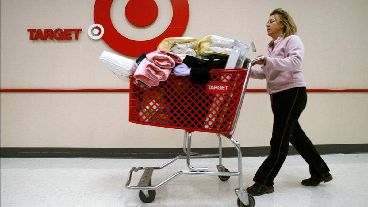Stacy Pandolfi heads for the check stand at the south loop neighborhood Target store in Chicago