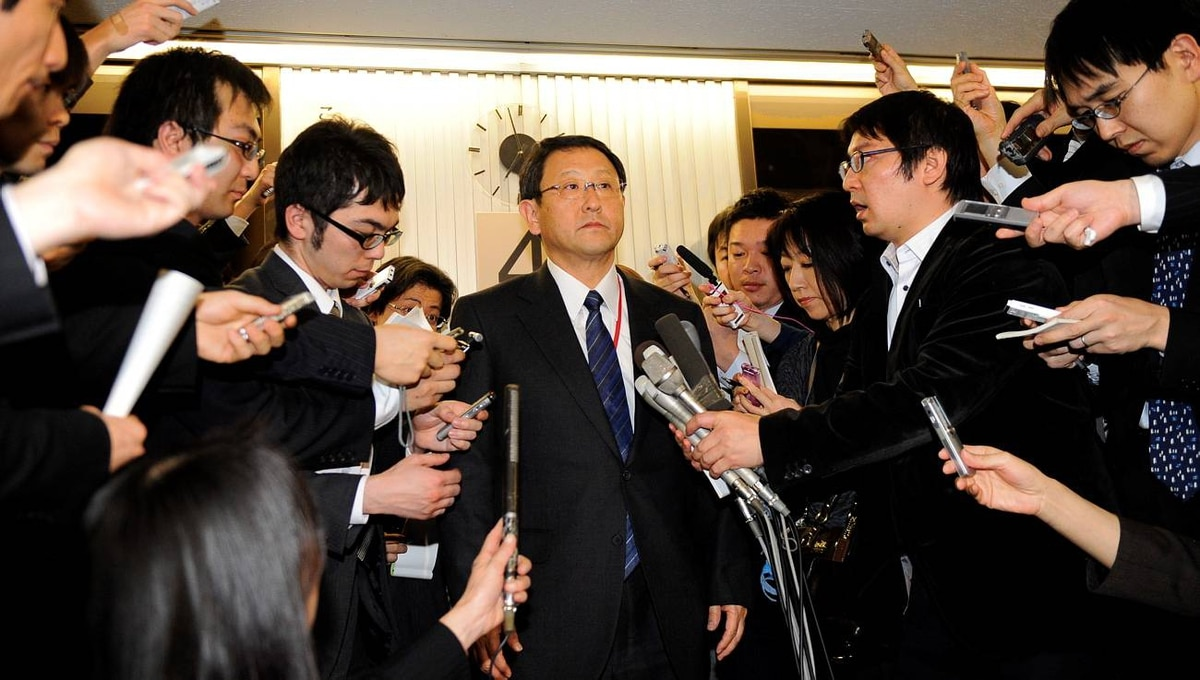 Japan's auto giant Toyota Motor president Akio Toyoda (centre) is surrounded by reporters after meeting with Japanese Transport Minister Seiji Maehara at Maehara's office in Tokyo on February 9, 2010. Toyota announced to recall the company's hybrid vehicle Prius for the brake trouble.
