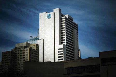 Hedge funds bet on merger success, loading up on Time Warner
