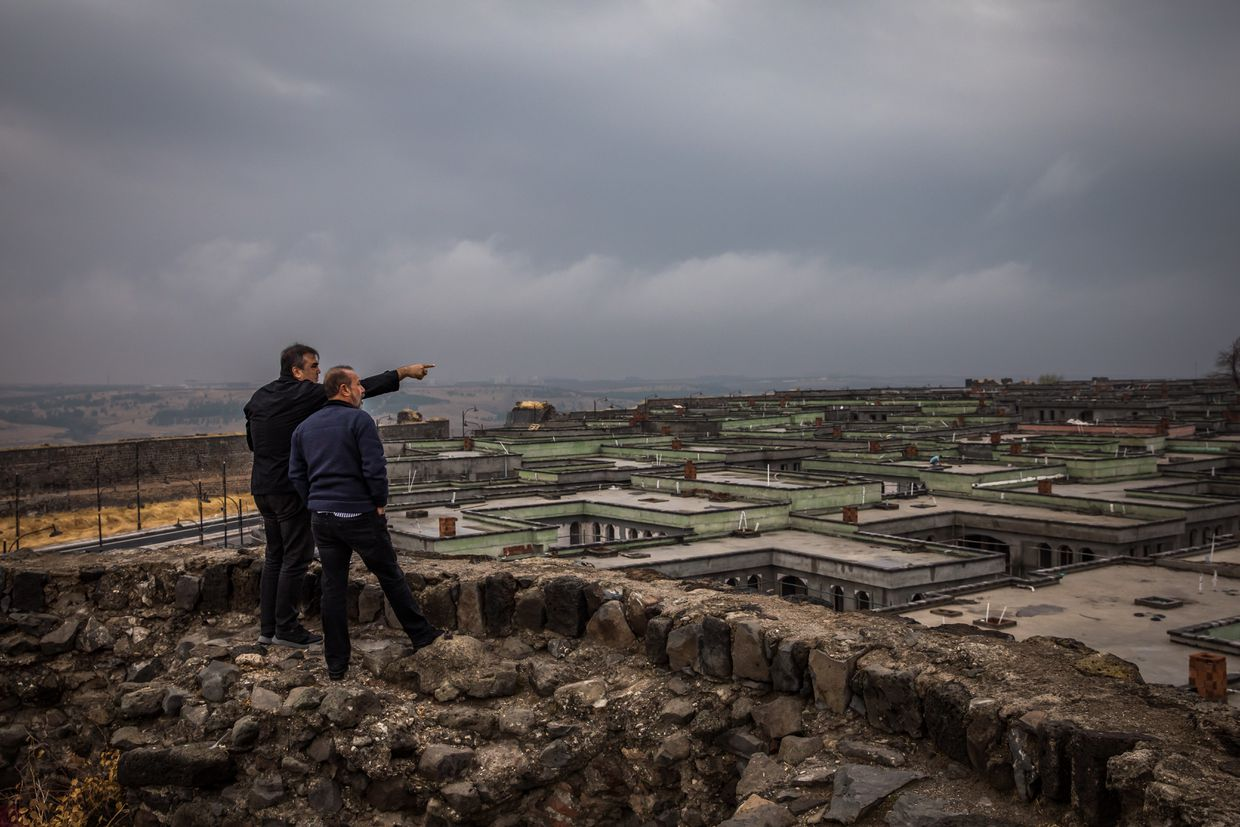 Where the Kurdish road ends: In Iraq and Turkey, The Globe retraces a people's path from hope to betrayal 37
