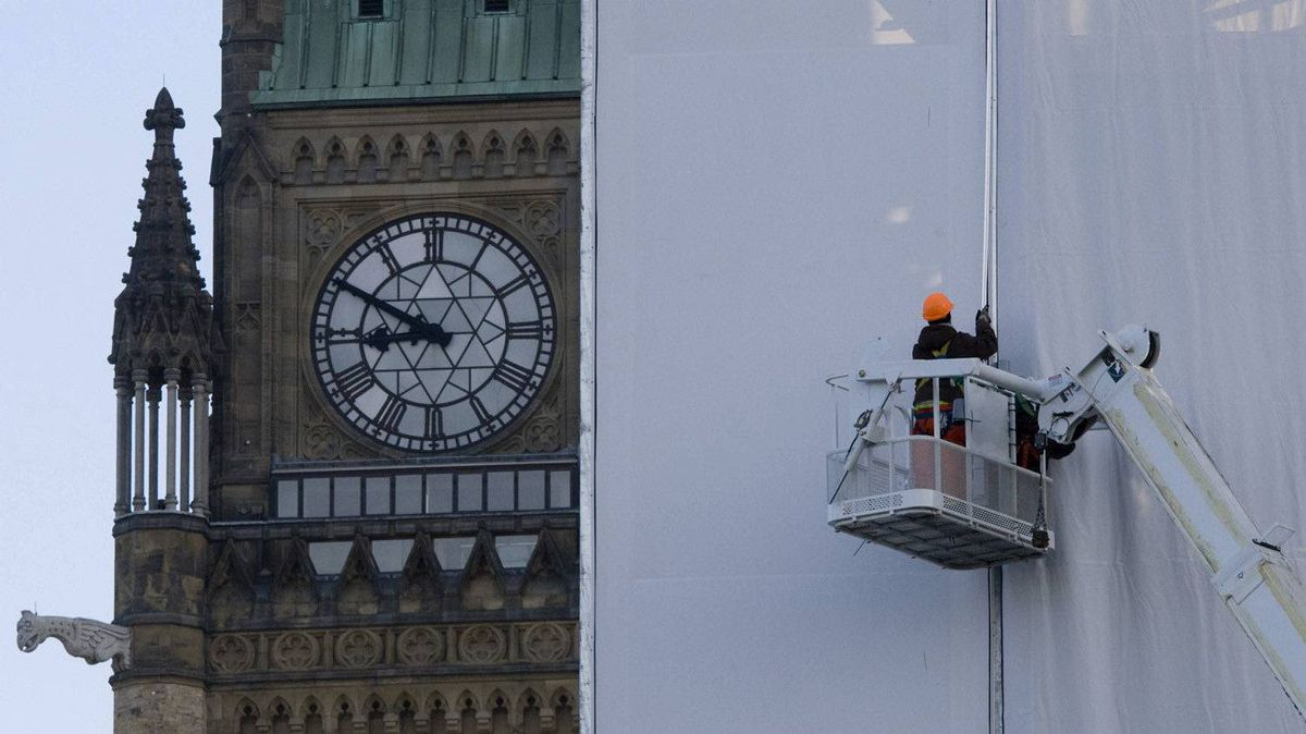 Workers install a protective barrier on the north end of West Block during continuing renovations on Parliament Hill in Ottawa, Thursday October 15, 2009. West Block, the oldest building on the Hill dating to 1865, was under large scale renovations.