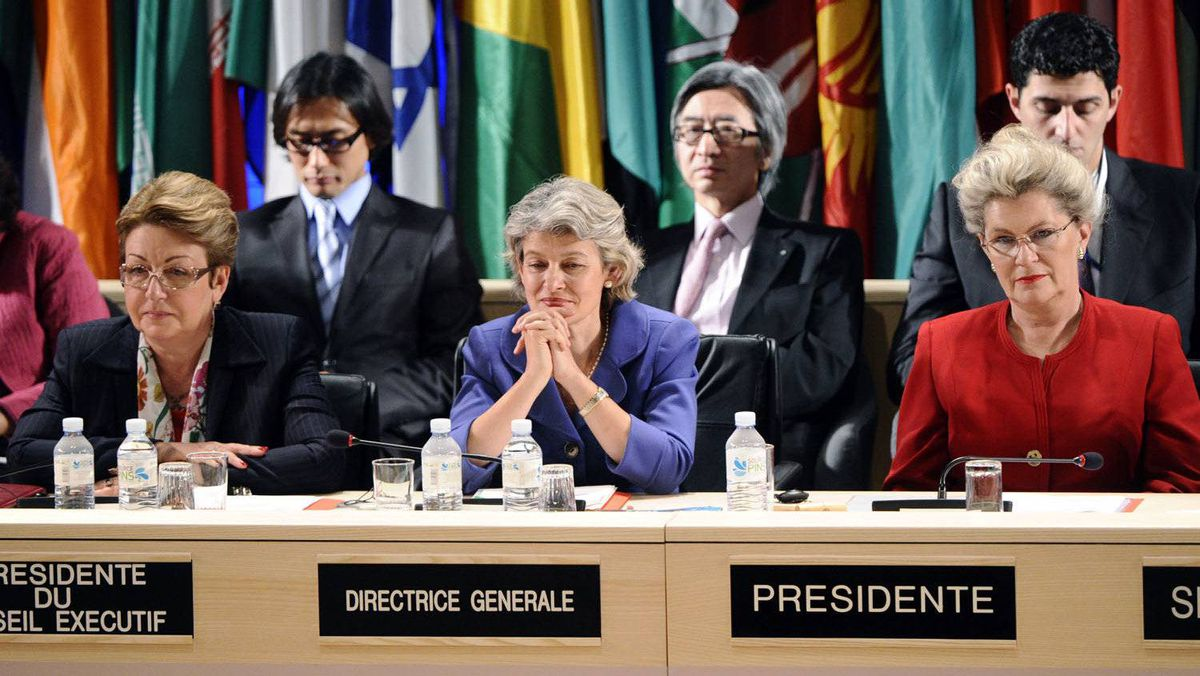 A picture taken on October 31, 2011 shows UNESCO managing director Irina Bokova of Bulgaria (C) flanked by the Executive Board President Eleonora Valentinovna Mitrofanova (L) of Russia and the 36th Session President Katalina Bogyay of Hungary (R) ruling the vote for Palestinians to enter UNESCO as a full member at the headquarters of the organization in Paris.