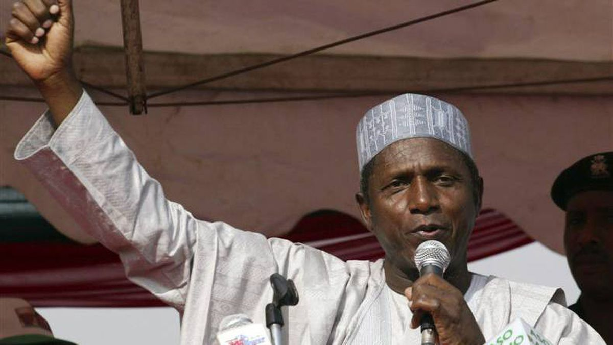 Umaru Yar' Adua addresses a rally in Abuja in this March 29, 2007 file photo.