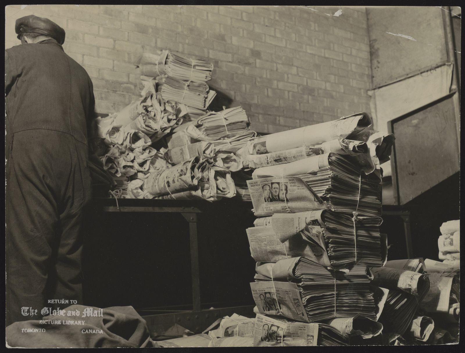 TORONOTO GLOBE AND MAIL - HISTORICAL MISCELLANEOUS [Bundling newspapers in the Mailing Room of The William H. Wright Building, the new home of The Globe and Mail, May 1938. Credit: The Globe and Mail.]