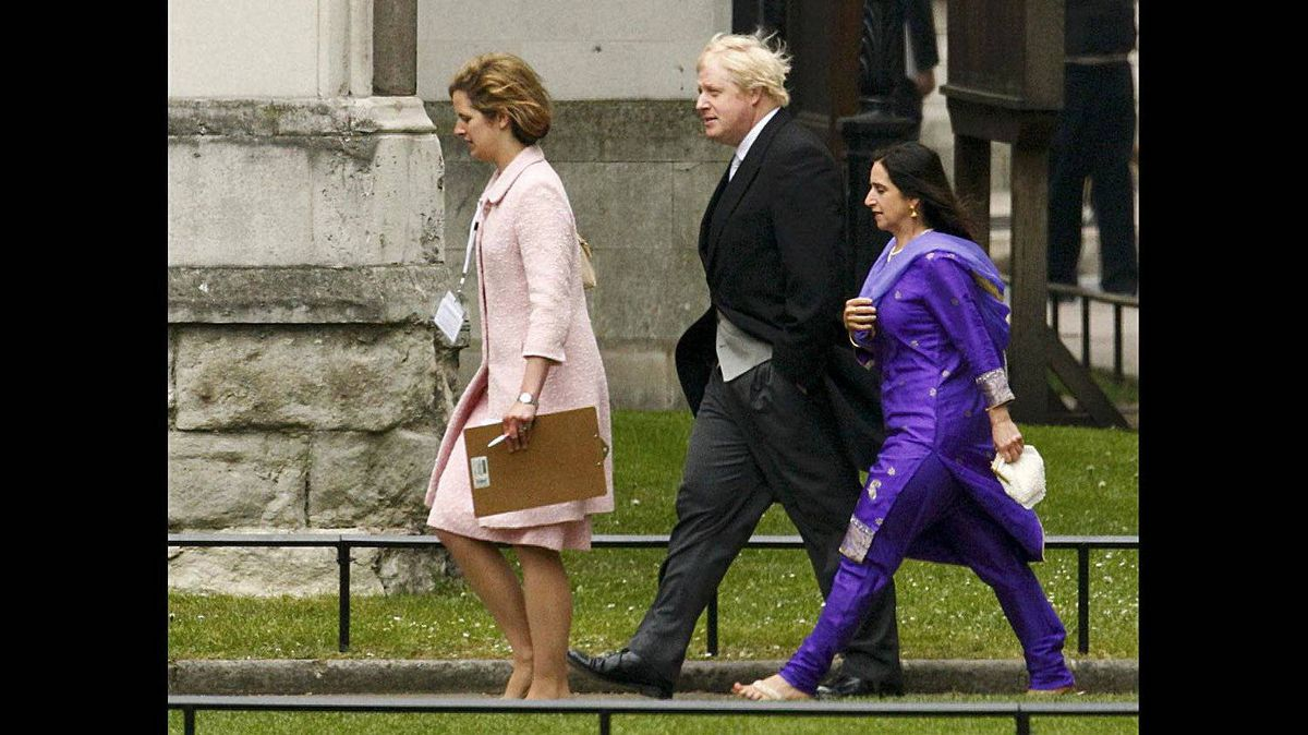 London Mayor Boris Johnson, centre, arrives at Westminster Abbey before the wedding of Britain's Prince William and Kate Middleton, in central London April 29, 2011.