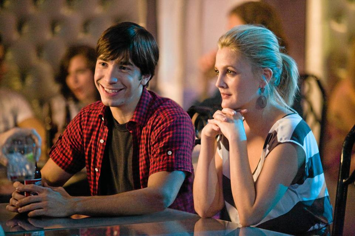 Justin Long as Garrett and DREW BARRYMORE as Erin in Going the Distance.