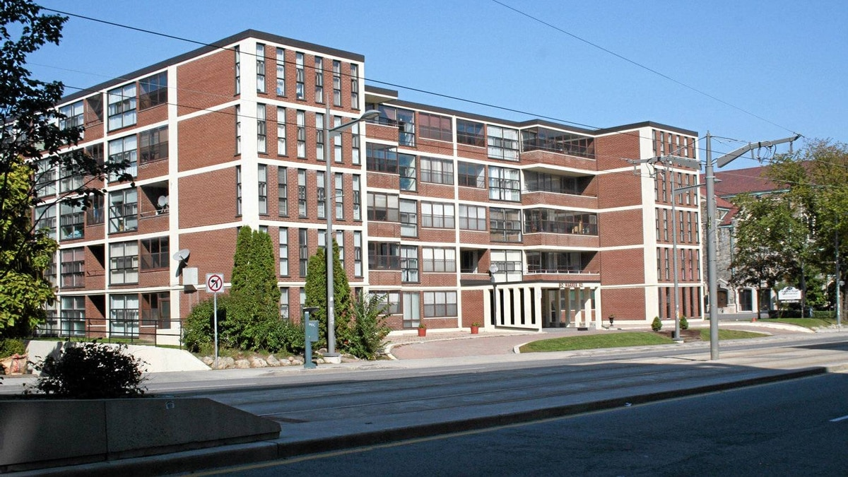 Another Uno Prii building, this one at Warren Road, Toronto.