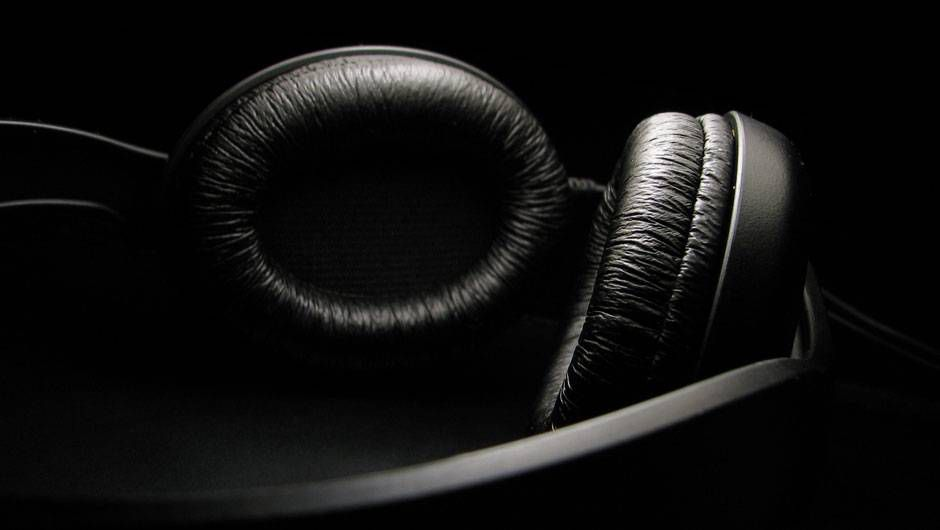 Headphones Not Illegal For Drivers But They May Be Dangerous The Globe And Mail