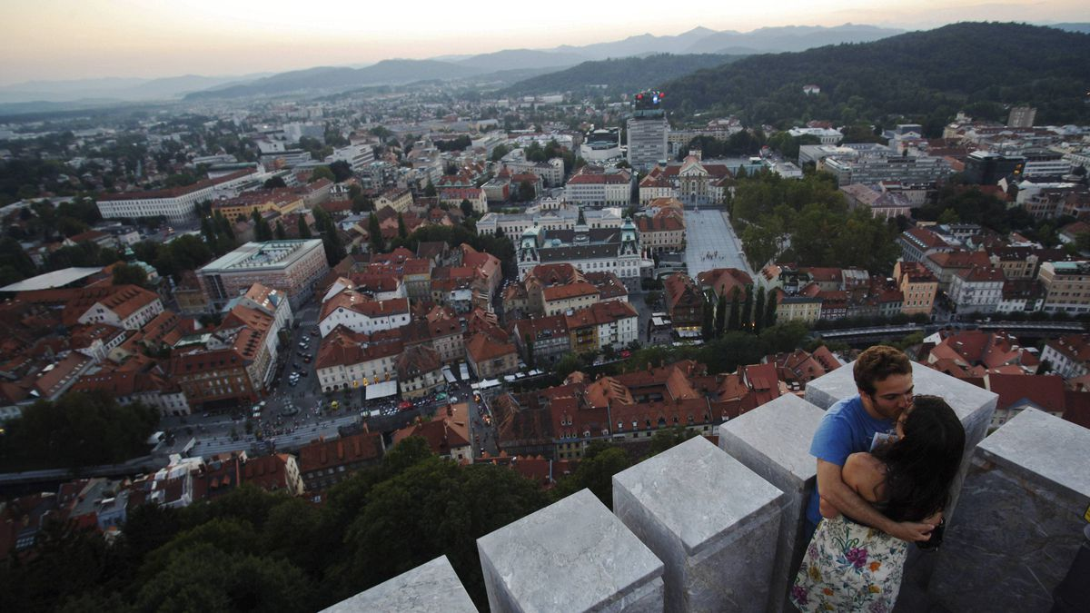 Tourists kiss on the tower of Ljubljana Castle August 27, 2011.