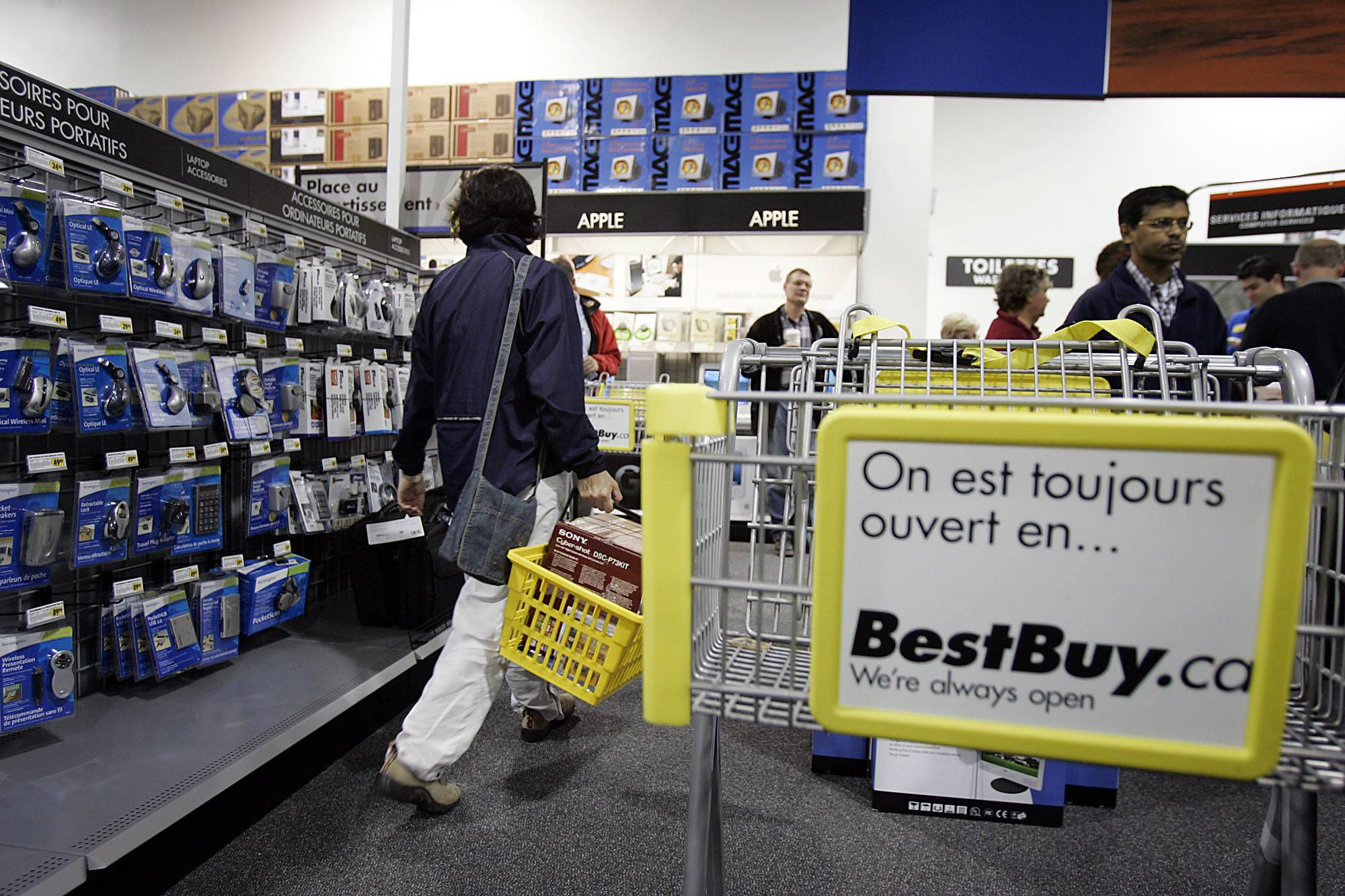 Quebec plans to make retailers add French descriptions to signs