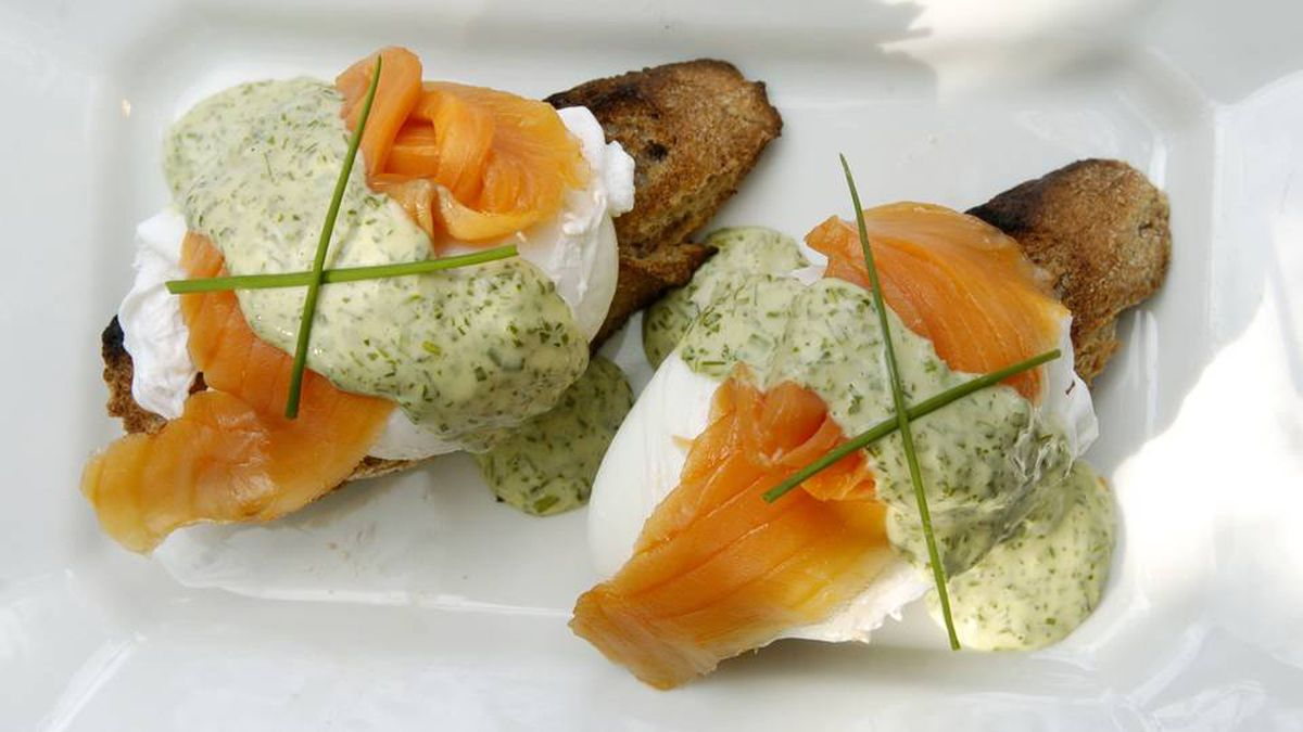 Poached eggs with chive remoulade and smoked salmon.