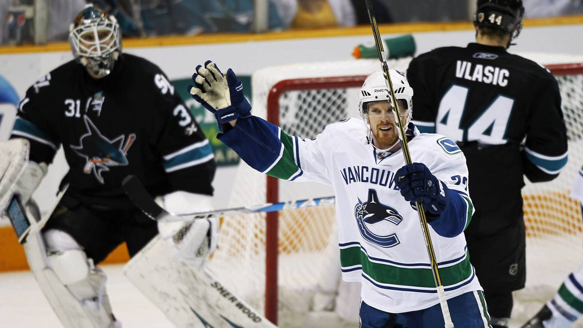 Vancouver Canucks Daniel Sedin (R) celebrates a second period goal scored by teammate Ryan Kesler. REUTERS/Mike Blake