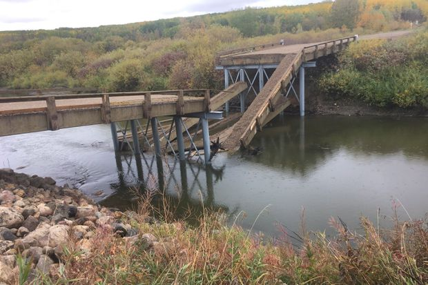 theglobeandmail.com - New bridge collapses into river in rural Saskatchewan hours after opening