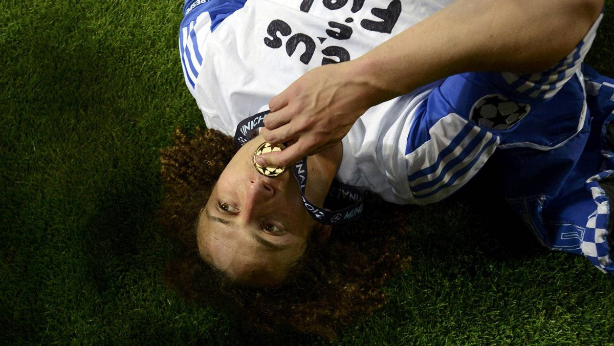 Chelsea's David Luiz celebrates with his gold medal after their Champions League final soccer match against Bayern Munich at the Allianz Arena in Munich May 19, 2012. REUTERS/Dylan Martinez
