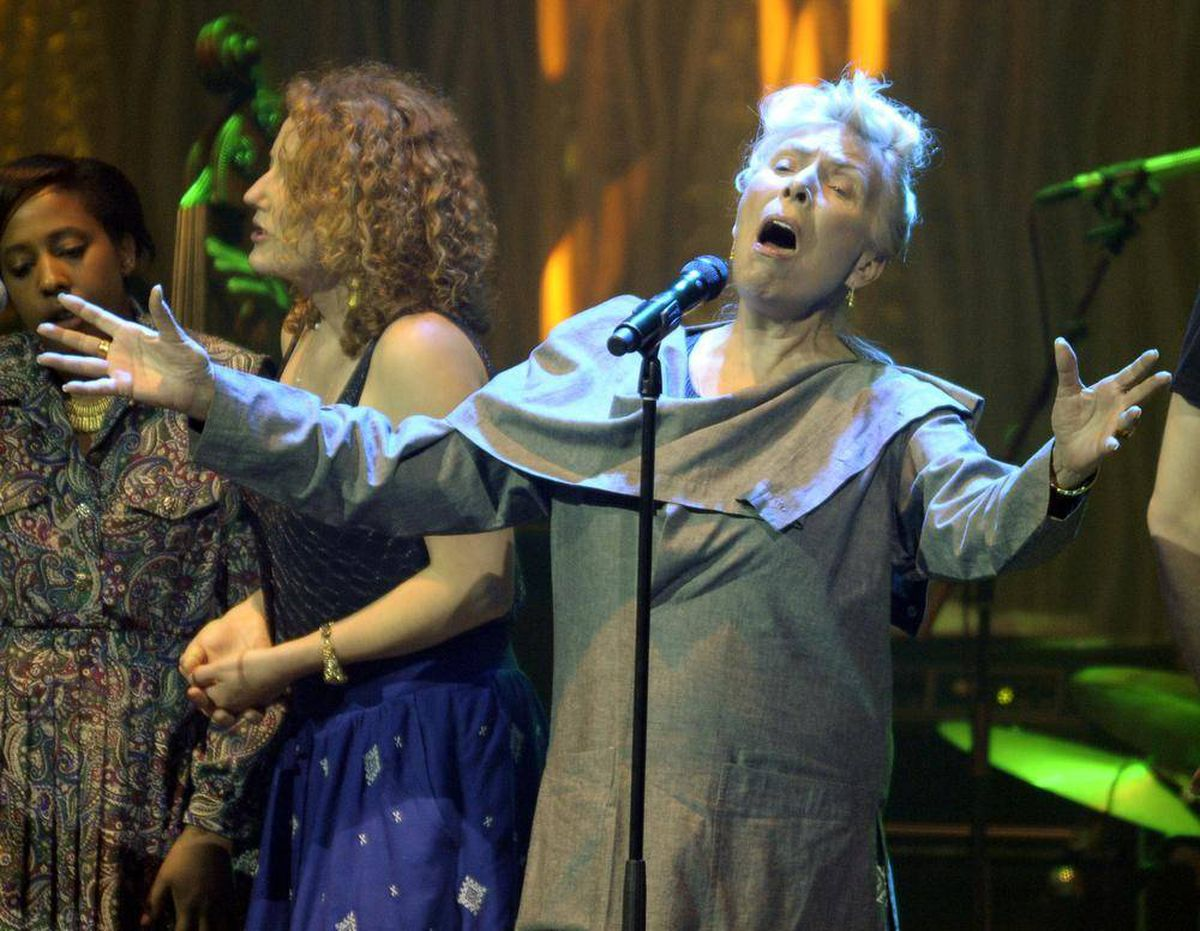 bc29f13549f Massey Hall performance shows Joni Mitchell is like no other - The ...