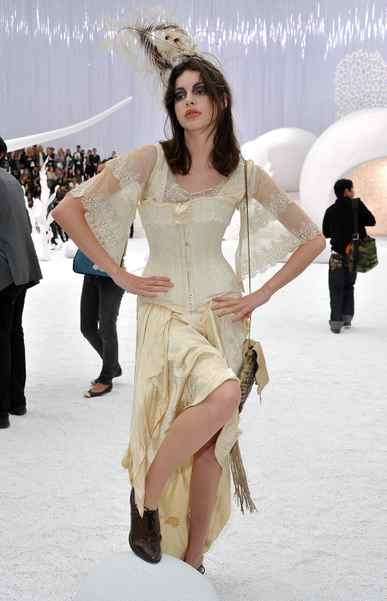And then there's Sean Lennon's belle, Charlotte Kemp Muhl. She traveled all the way from the 1900s to attend the show. Or maybe that's just how she typically dresses at 10 a.m. on a Tuesday.