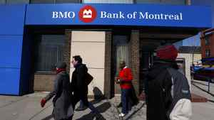 Canada's insurance brokers have lodged a complaint against Bank of Montreal and Royal Bank of Canada.