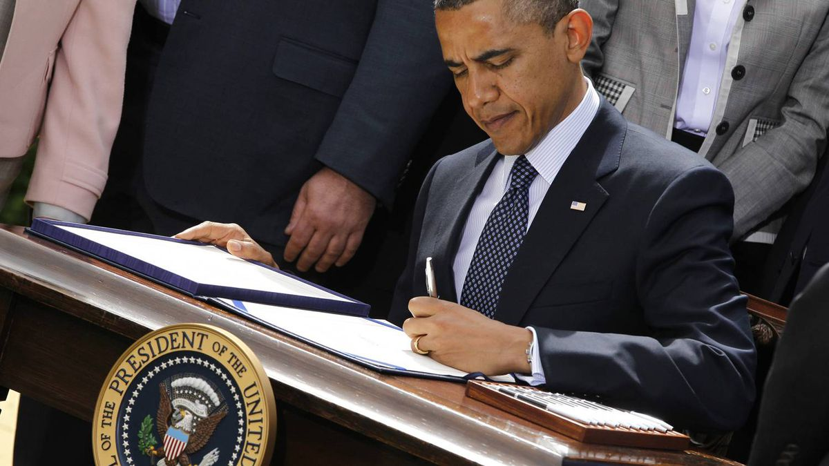 U.S. President Barack Obama signs the Jumpstart Our Business Startups (JOBS) Act in the Rose Garden of the White House in Washington, April 5, 2012.